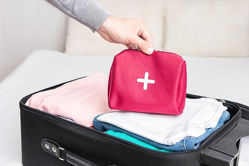 Podróżna apteczka, czyli co trzeba wiedzieć odnośnie pakowania leków na wyjazd?