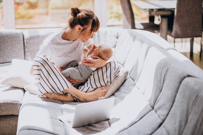 Na jakie ułatwienia w pracy mogą liczyć mamy, rodzice małych dzieci?